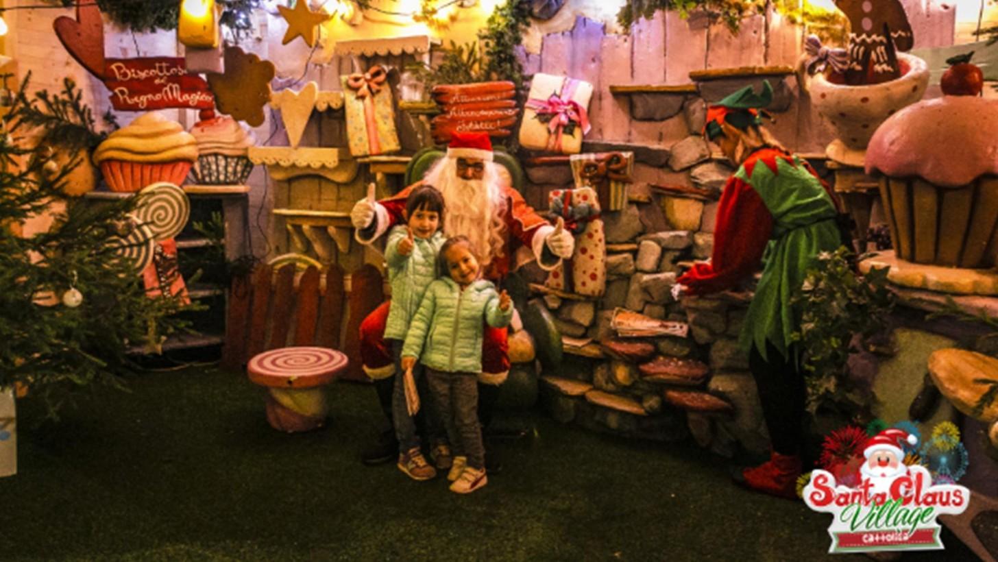 Il Natale Cattolico.Il Piu Grande Parco Di Babbo Natale E A Cattolica Con Il