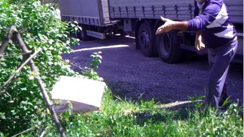 Sassoferrato: abbandonano rifiuti, beccati da documenti e fototrappola. Multe fino a 12mila euro per 4 persone [FOTO]